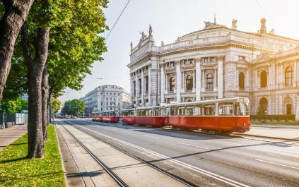 vienna-tram-xlarge
