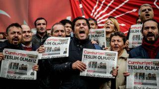 TOPSHOT-TURKEY-POLITICS-MEDIA-OPPOSITION-DEMO